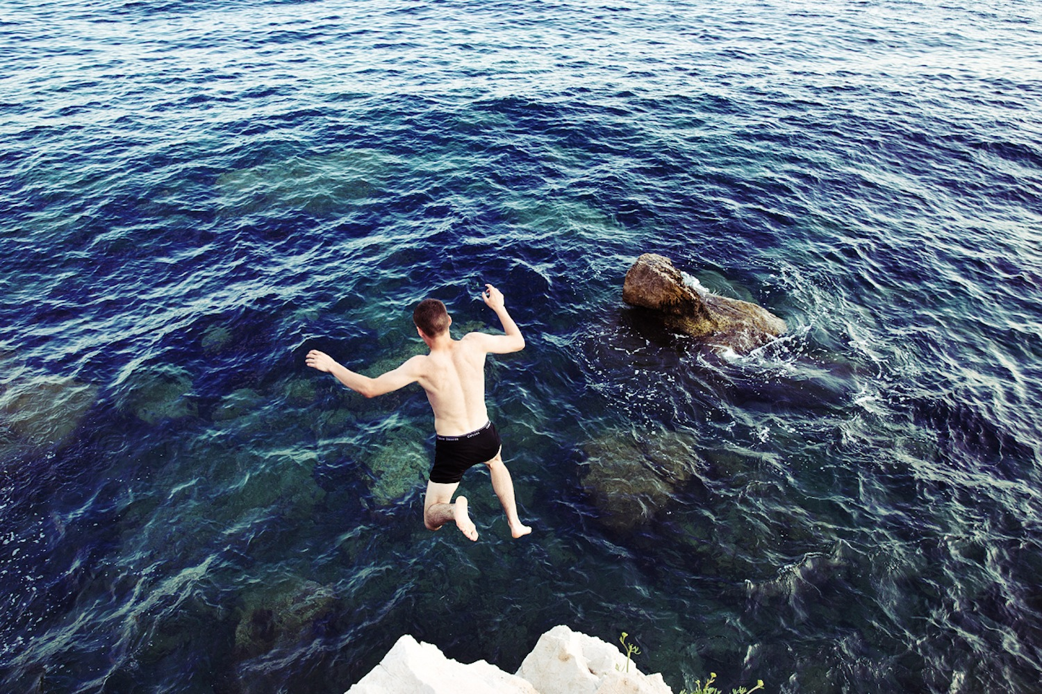 Life-of-Pix-free-stock-photos-jump-people-boy-sea-rock-back-EZE-Joshua-earle