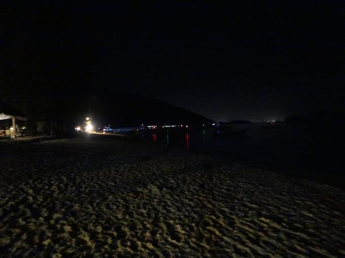 夜のサンライズビーチ