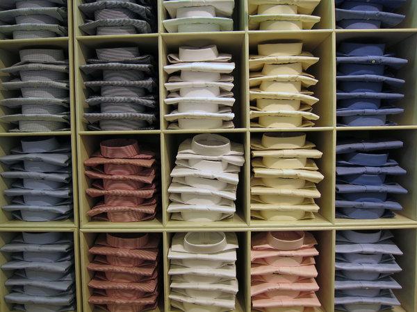 衣装部屋で服を管理