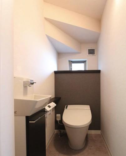 階段下トイレ