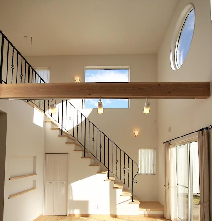 家の窓(階段)