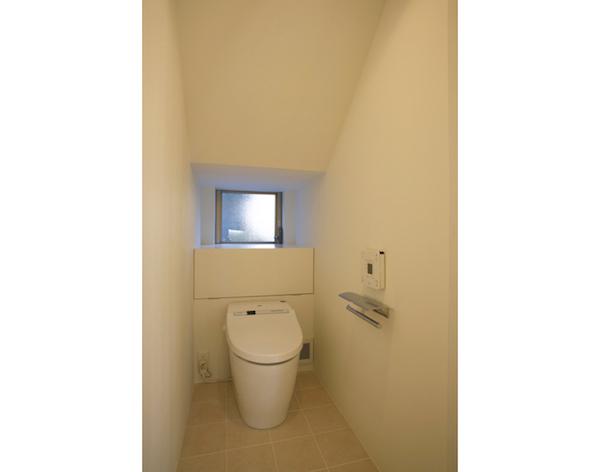 階段下トイレ2