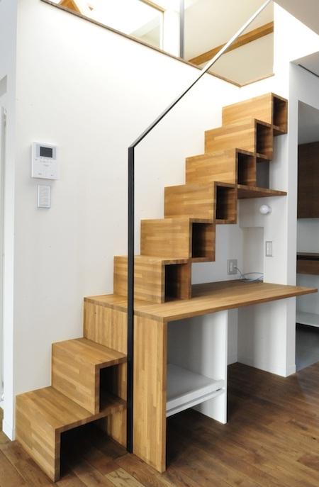 小屋裏収納と造作階段