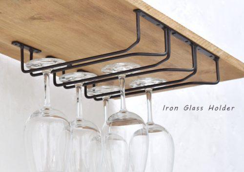 グラスホルダーと吊り戸棚