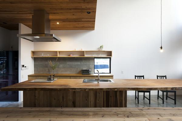 木製キッチン(一枚板)