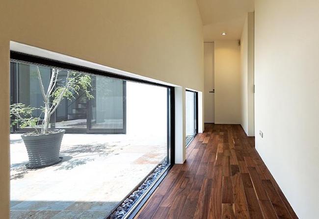 廊下の地窓
