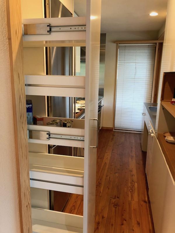 冷蔵庫の隙間を埋める
