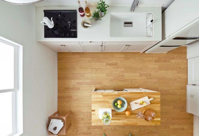 壁付けキッチンと作業台