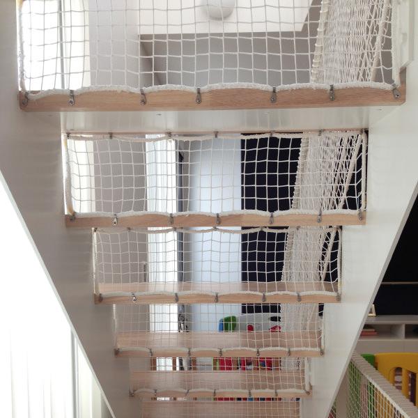 ストリップ階段の落下防止方法