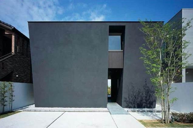 塗装の黒い家