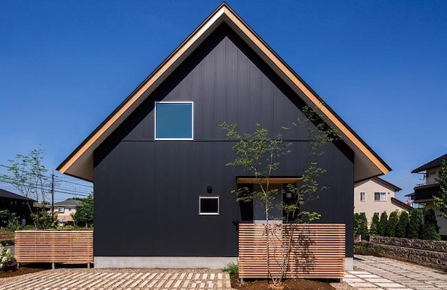 ガルバリウムの黒い家