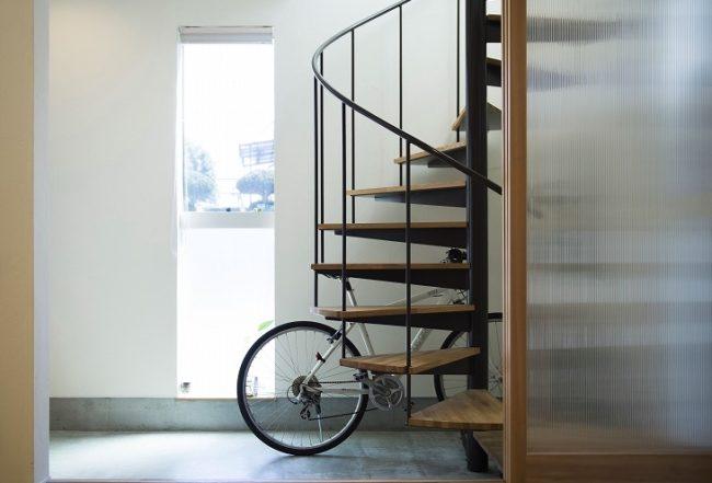 玄関のらせん階段