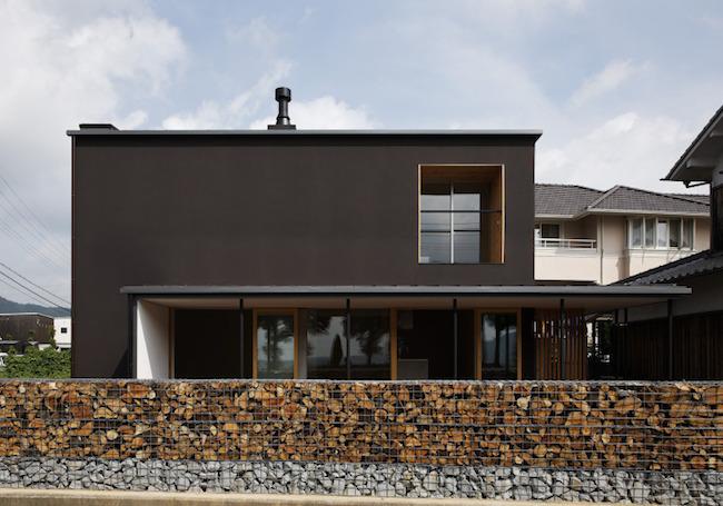 四角い家と庇