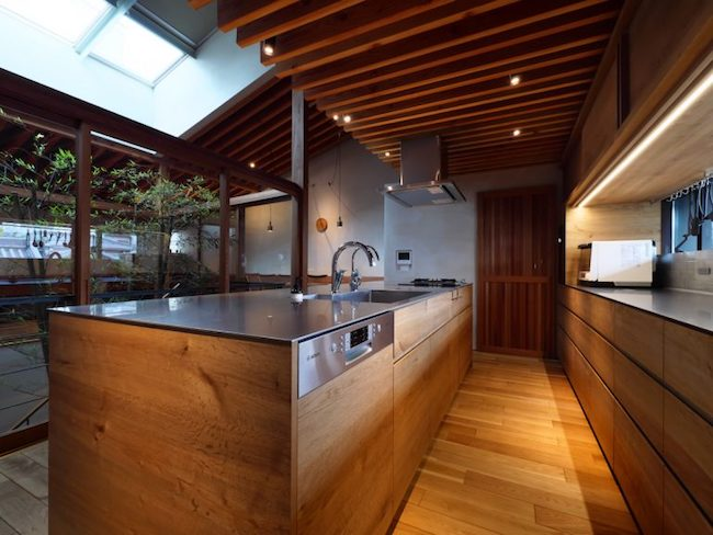 ステンレスの木製キッチン
